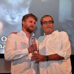Tomáš Weinreb, režisér filmu Já, Olga Hepnarová-preberá ocenenie Modrý anjel za najlepší ženský herecký výkon (MICHALINA OLSZAŃSKA)