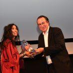 Samar Qupty - preberá ocenenie Modrý anjel za najlepší film (STANICA 48, r.UDI ALONI)