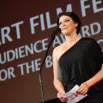 Divácku cenu za krátky film získala snímka Nevyužitý priestor. Cenu vyhlásila projektová manažérka AFF Mária Berzáková. Foto: Peter Stas